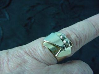 MODERNIST 18K & 14K WHITE & YELLOW GOLD RING SIZE 5.50 PATRICIA KARNES
