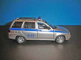 Vaz 2111 Lada 111 Russian Traffic Police Car Diecast Model 1 36