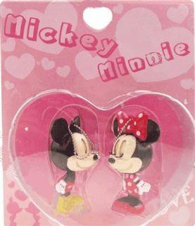Mickey Y Minnie Mouse Enamorados SE Besan Y Cierra Ojos