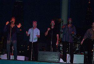 Huey Lewis & News, Huey Lewis, Teddy Bear,Singer Musician Autographed