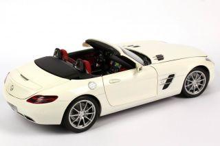 18 Mercedes Benz SLS AMG Roadster R197 Mystic Weiß 2 White