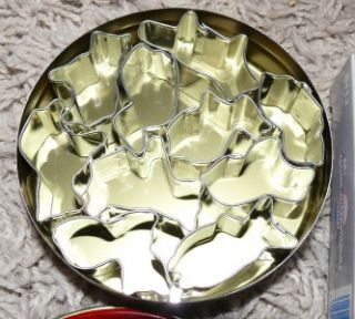 New Set of 10 Animal Mini Metal Cookie Cutters w Tin Carrier