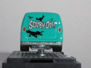 HOT WHEELS Scooby Doo Custom 77 Dodge Van w/M2 Machines Auto Case