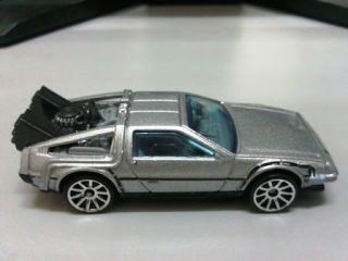 HOT WHEELS BACK TO THE FUTURE TIME MACHINE & TREASURE HUNTS CLASSIC