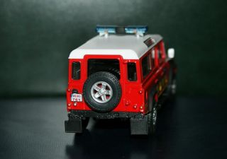 Land Rover Defender 143 diecast metal model
