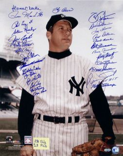 New York Yankees 28 Sig Mickey Mantle Pose Color Photo