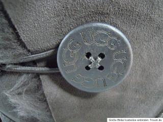 UGG W Bailey Button 5803 Damen Winter Stiefel Chocolate Gr.38 NEU