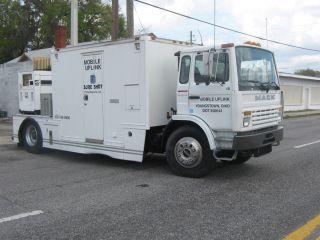 1998 Mack 00 satellite uplink truck