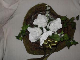 Grabgesteck Herz mit weißen Rosen Engel Allerheiligen