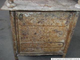 dachbodenfund arzt schrank blech /metall alt antik klinik nachttisch