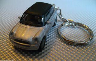 Mini Cooper Silber Schluesselanhaenger aus Metall Auto Modell NEU