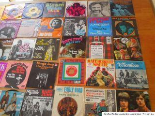 35 x Single Vinyl Black Sabbath Bee Gees The Kinks The Monkees Roberta