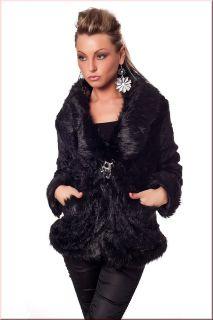 Schwarze Damen Fellimitat Jacke mit Spange in einen tollen Design