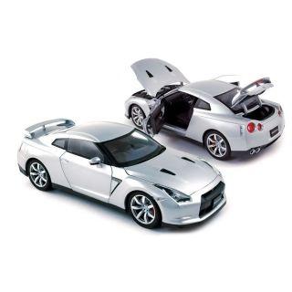 Norev   Reproduction à léchelle 1/18ème de la Nissan GTR R 35 LHD