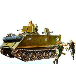 M 113 Armored Cavalry Assault Vehicle w/Figures 1/35