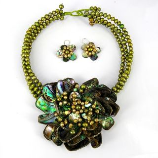 Blossoming Water Lotus Abalone Shells Jewelry Set (Thailand