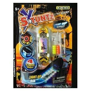 Stuntz Fingerboard Mini Skateboard mit LED Licht Effect, 606 6605