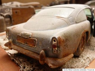 Aston Martin DB5 BJ 1963 Barn Find Diorama in 1 18 Scale 1 18 Junkyard